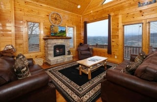 Pigeon Forge - Mountain Playhouse - Living Room