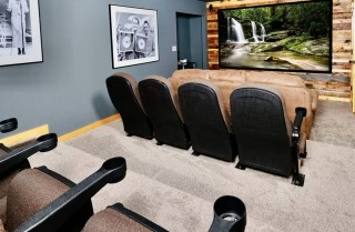 Pigeon Forge - Mountains Movies and More - Theater Room