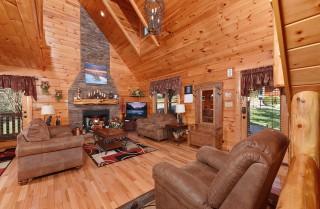 Pigeon Forge Cabin - Owlpine Lodge - Living Room