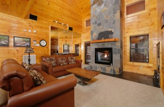 Pigeon Forge - Red Bird Lodge - Living Room