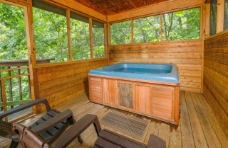 Pigeon Forge - Shades of the Past - Hot Tub