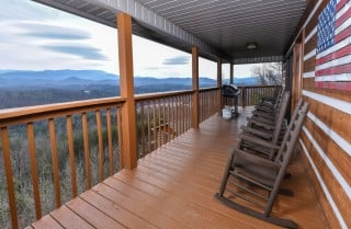 Pigeon Forge - Smoky View with a Twist - Covered Deck