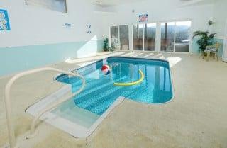 pigeon forge cabin – splash of romance – pool