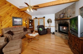 pigeon forge- spring cove hideaway - living room